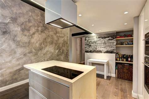 enduit decoratif cuisine enduit 224 la chaux moderne taupe et plafond dans un loft