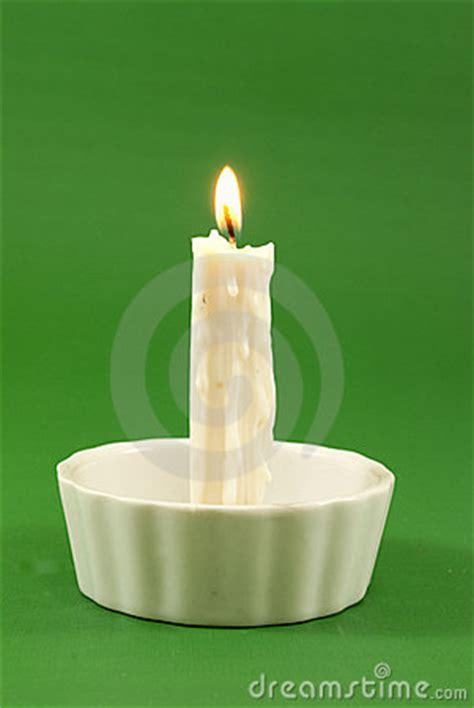 imagenes velas blancas vela blanca encendida fotograf 237 a de archivo libre de