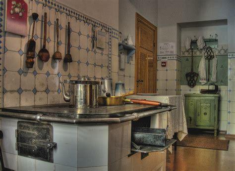 1910 kitchen hdr creme