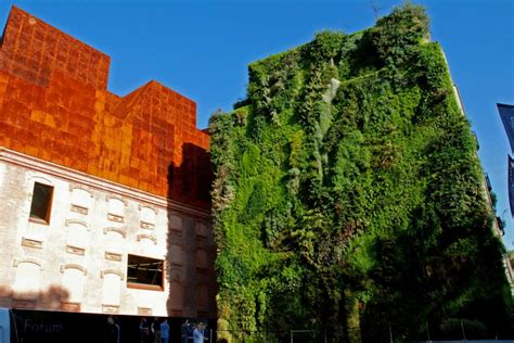 caixa forum madrid blanc vertical garden
