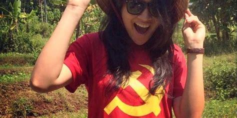 Kaos Tulisan Jakarta Merah heboh foto putri indonesia 2015 pakai kaos gambar palu