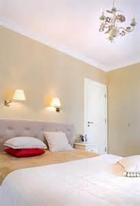 Charmant Luminaire Chambre Adulte #5: peinture-murale-couleur-neutre-beau-luminaire.jpg