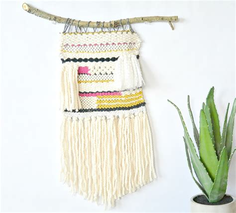 Wall Hanging Tutorial - how to weave a wall hanging tutorial in a stitch
