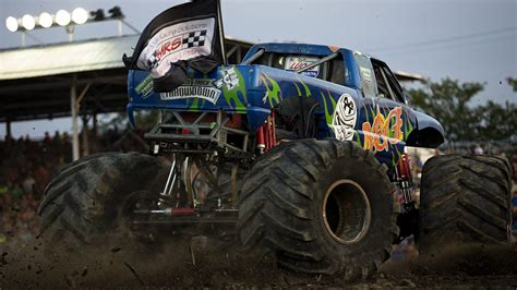 monster truck videos online rage monstertruckthrowdown com the online home of