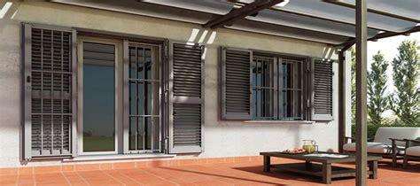 ladari di ferro battuto inferriate sicurezza controtelai finestre serramenti pvc