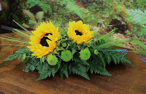 sunflower arrangements ideas sunflower arrangement wedding ideas pinterest