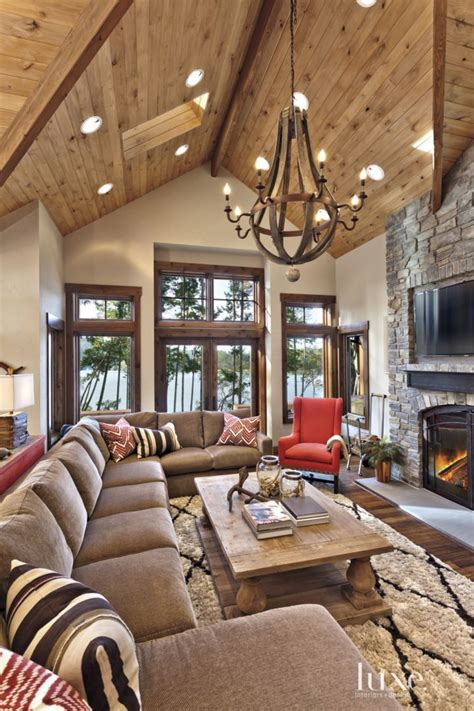 mountain home interiors best 25 cabin interiors ideas on log cabin
