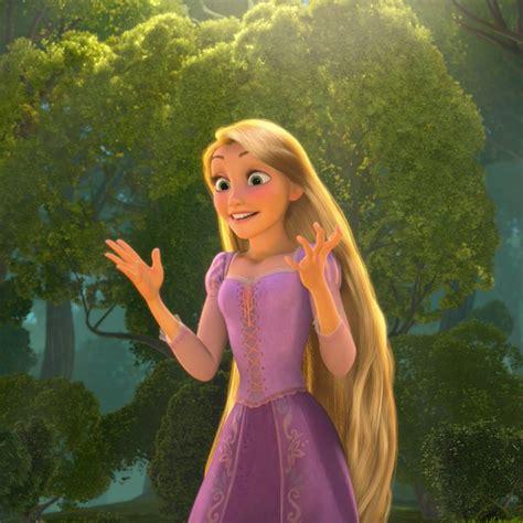 film elsa vs rapunzel frozen 2 movie rumor rapunzel is elsa s sister not