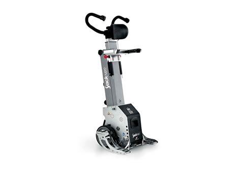 montascale mobile a ruote montascale a ruote yack soluzione agli handicap motori
