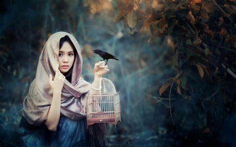 Pakan Burung Walet Terbaik ketika wanita wanita cantik menyukai dunia burung