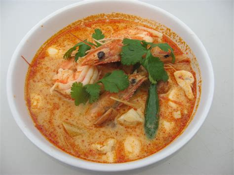 tom yum kung spicy and sour shrimp soup explore thai food