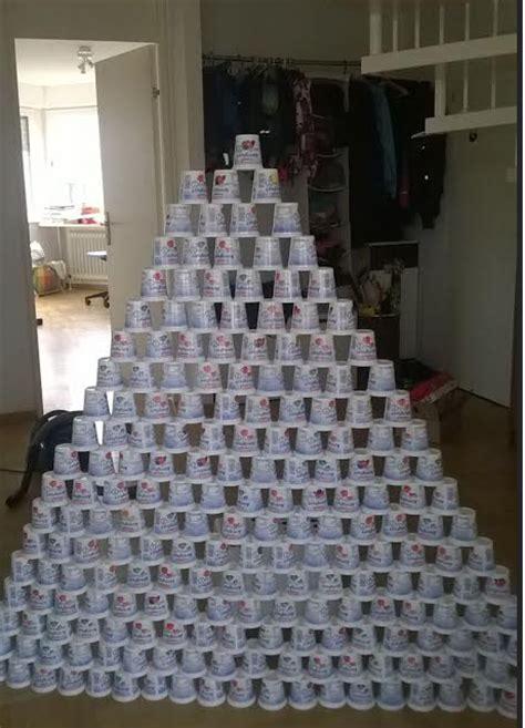 arbol de navidad de vasos de plástico juegos para aprender a contar muralla con envases de yogurt