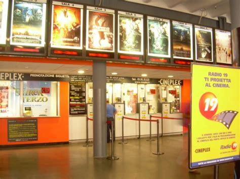 cinema a genova porto antico esplode la guerra degli affitti il porto antico sfratta il