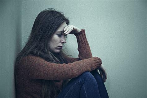 imagenes de tristeza jovenes mujer joven triste y deprimida descargar fotos premium