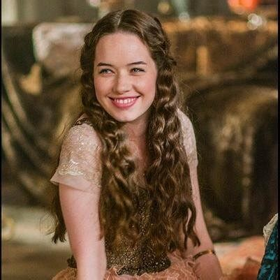 how did they curl anna poppelwale hair in reign anna popplewell anne popplewell twitter