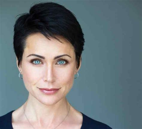 rena sofer hair cut on bold and beautiful are people who have very dark hair and brown eyes really