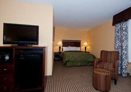 comfort inn and suites mount pleasant iowa comfort inn suites mount pleasant in mount pleasant ia