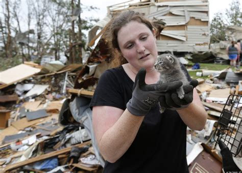 stories of heroism after tornadoes sweep oklahoma photos