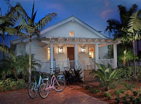 beach house bungalow garden and bungalow front porch ideas marvelous cottage style wall decor decorating ideas