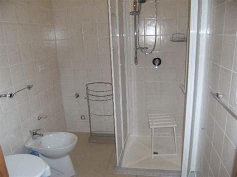 bagni per portatori di handicap bagno attrezzato per portatori di handicap picture of il