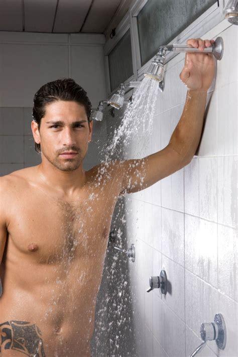 uomini in doccia pettorali famosi uomini a petto nudo gennaio 2009