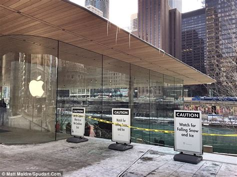 Are You A Chicago Designer Or Store by Apple S New Store In Chicago Not Designed To Handle Snow