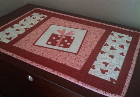 valentines placemats valentine s day placemat tutorial quilt addicts anonymous
