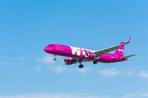 airline review  pros  cons  flying  wow air blog airfarewatchdog