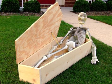 how to make scary decorations indoor outdoor skeleton decorations ideas