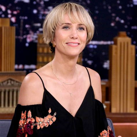 kristen wiig new hairstyles and haircuts daily hairstyles new kristen wiig s new bowl cut instyle co uk
