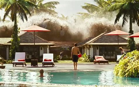 film tsunami in thailand ewan mcgregor and naomi watts bring back memories of the