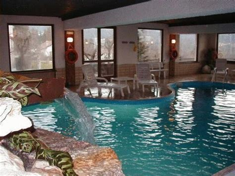alberghi con piscina in salottino della suite piscina coperta benessere a