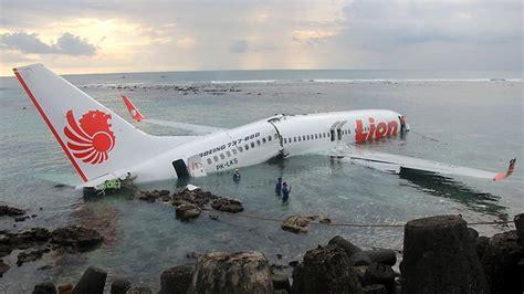 lion air passenger plane crashes into sea off coast of bali