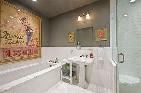 wiederholen sie ihr badezimmer wanddekoration mit plakaten eine vintage atmosph 228 re im