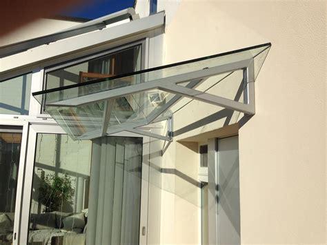 eingangst ren metall preise vordach hauseingang s 228 ulen das vordach aus glas ist f r