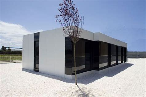 remodeling a little white house arquitectura futurista