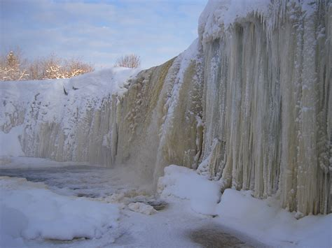 frozen waterfall wallpaper frozen waterfall yagala wallpapers and images wallpapers