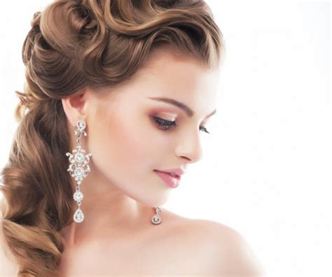 hair and makeup artist wedding what to look for in a wedding makeup artist weddingbells