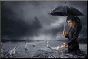 femmes sous la pluie