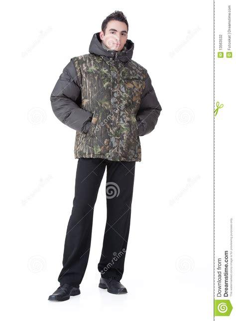 imagenes de invierno ropa hombre joven en la ropa del invierno foto de archivo