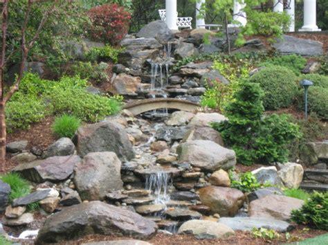 Wasserfall Im Garten Selber Bauen Und Die Harmonie Der Garten Wasserfall Trockenmauer Naturstein