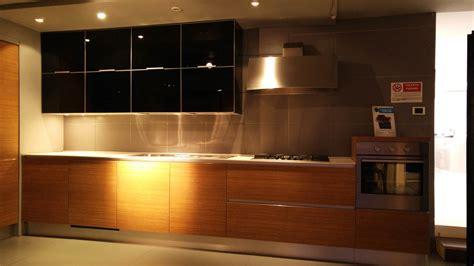 cucina teak cucina cesar design in vetro nero e teak cucine a prezzi