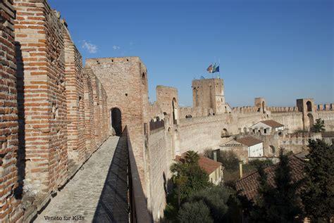 veneto cittadella sulle mura di cittadella con i bambini veneto for
