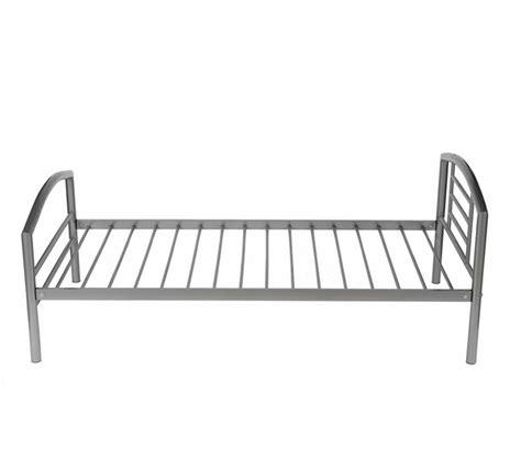 lit metal lit une personne metal
