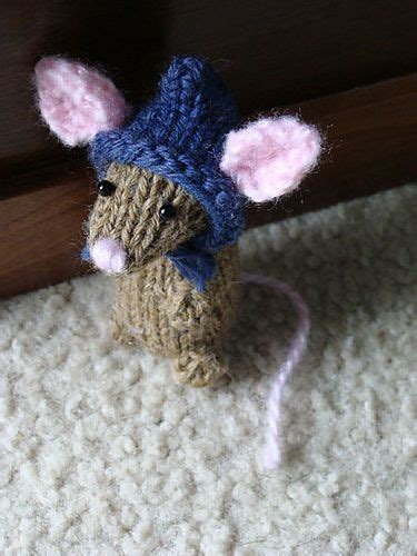 tiny knitted animals patterns best 900 teenie tiny knitting projects images on