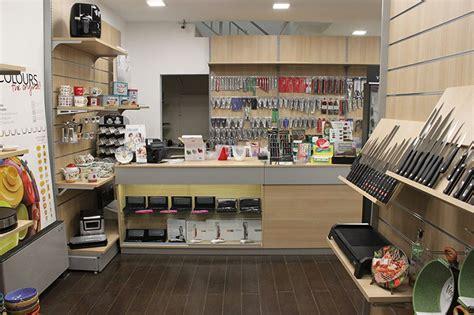 arredamento casalinghi arredamento negozio di casalinghi arredo negozio articoli