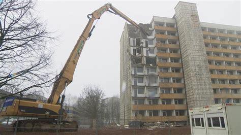 wohnungen mecklenburg vorpommern 855 plattenbau wohnungen werden weggebaggert ndr de