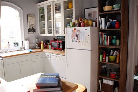 small kitchen project the mindy project love the show adore the apartment