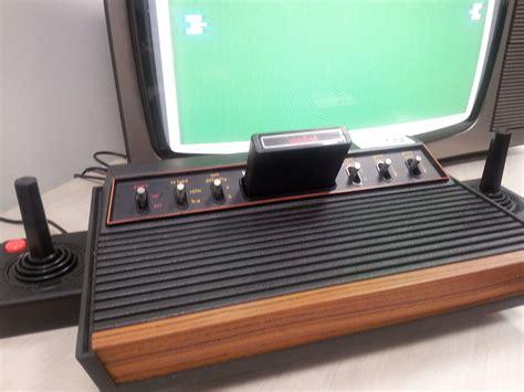 atari console file atari 2600 console jpg wikimedia commons
