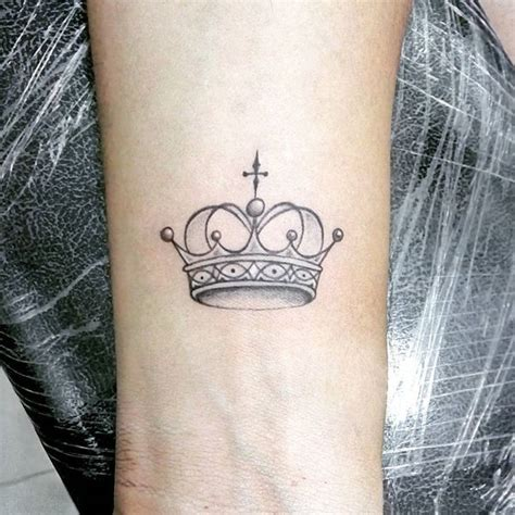 small shaded tattoos best 20 small crown ideas on